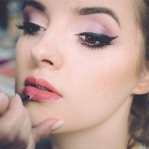 Makeup-Girldoingmakeup-free-img.jpg